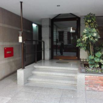 RETASADO!! IMPERDIBLE! 4 ambientes contrafrente 5 piso, con cochera y baulera muy luminoso,