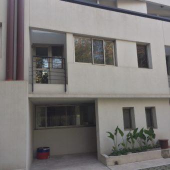 Casa en pequeño complejo residencial