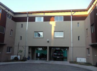 Cómodo y Moderno Duplex en Barrio Los Fresnos