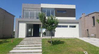 Moderna Casa a estrenar en Barrio Las Tipas, Nordelta. LOTE INTERNO