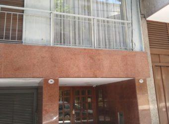 DEPARTAMENTO 2 AMBIENTES CON COCHERA EXCELENTE UBICACION