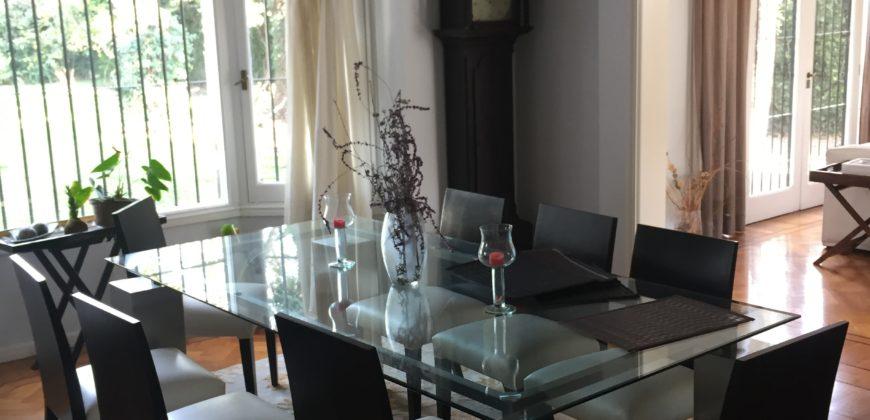 Casa de estilo clásico en Lomas de San Isidro